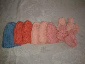 petits bonnets pour prématurés et chaussons